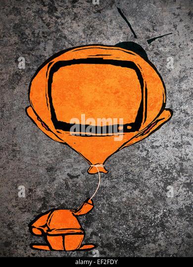 Orange Mann mit Ballon-Fernsehen-Kopf Stockbild