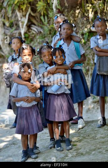 Neugierigen Schulmädchen, La Vallée, Sud-Est-Abteilung, Haiti Stockbild