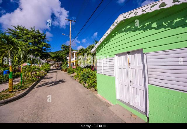 Karibik, Antillen, kleine Antillen, Grenadinen, Bequia, Haus und Straße Stockbild