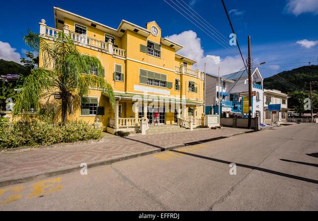 Karibik, Antillen, Lesser Antilles, Grenadinen, Bequia, gelbes Haus Stockbild