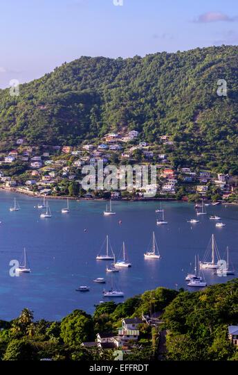 Karibik, Antillen, Lesser Antilles, Grenadinen, Bequia, Bay mit Segelbooten Stockbild