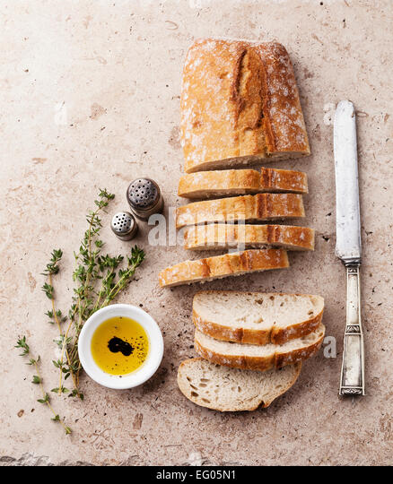 Frischem Ciabatta mit Olivenöl und Thymian Stockbild