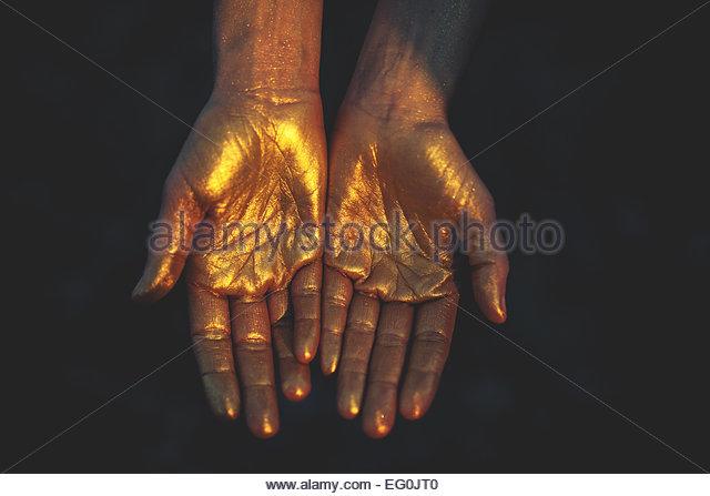 Nahaufnahme von Frauenhand in kalte Farbe Stockbild