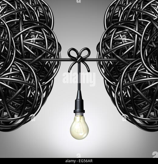 Team Ideen und Zusammenarbeit Konzept als zwei Gruppen von Wirren elektrische Schnur oder Draht mit einer Glühbirne Stockbild