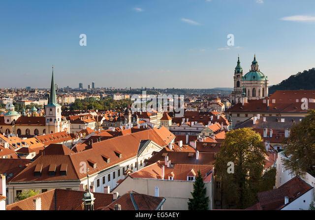 Mala Strana und Saint Nicholas Church, Prag Stockbild