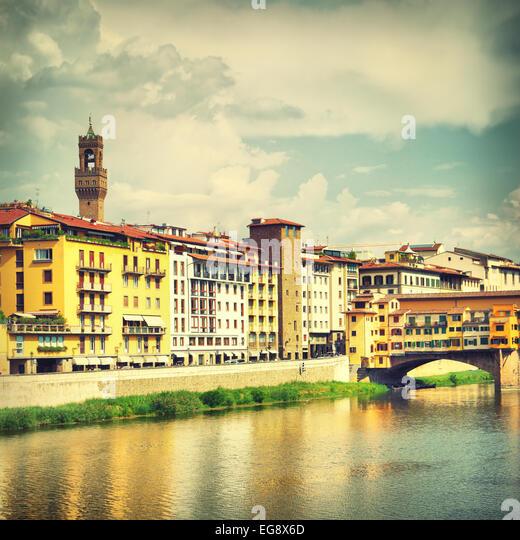 Blick auf Florenz in der Nähe von Ponte Vecchio Brücke, Italien - Stock-Bilder