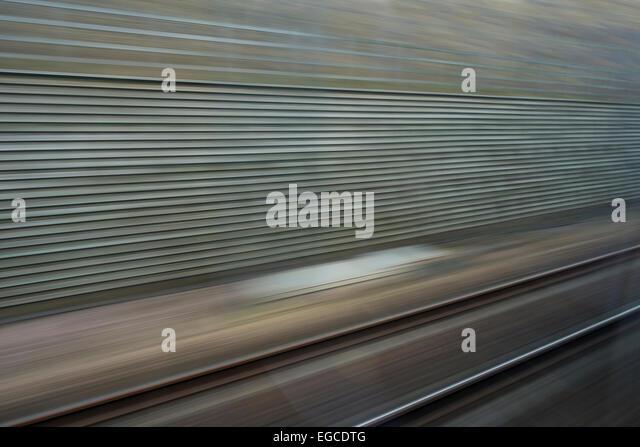 High-Speed Travel Blick von Javelin Zug nähert sich London St Pancras mit Geschwindigkeit - Stock-Bilder