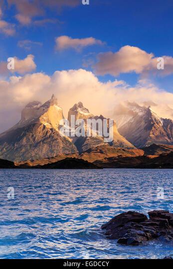 Chile, Patagonien, Torres del Paine Nationalpark (UNESCO-Website), Cuernos del Paine Gipfel und See Pehoe - Stock-Bilder