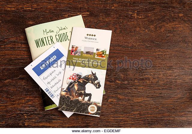 Pferderennen Broschüren und gefüllt in Wettschein Stockbild