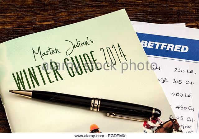 Pferderennen Guide und Betfred Wettschein Stockbild