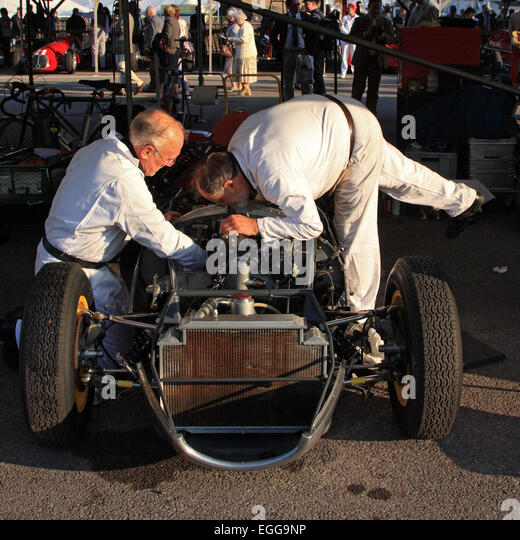 1959 Lotus-Climax 16 mit Last-Minute-Anpassungen im Fahrerlager / Goodwood Revival / Goodwood / UK Stockbild