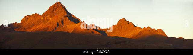 Ecuador, Cotopaxi, Cotopaxi Nationalpark, Anden-Kette-Gipfel bei Sonnenuntergang Stockbild