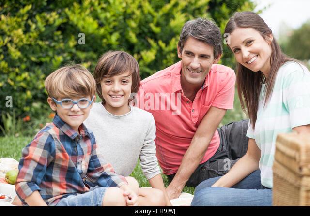Familie auf Urlaub zusammen, Porträt Stockbild
