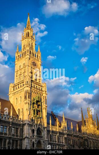 Rathaus München, Bayern, bei Sonnenuntergang Stockbild