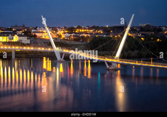 Die Peace Bridge. Derry/Londonderry, Nordirland. Stockbild