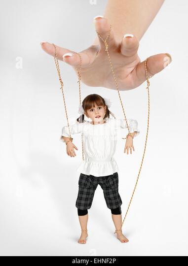 Kind Mädchen - Puppe, Abhängigkeit-Konzept Stockbild