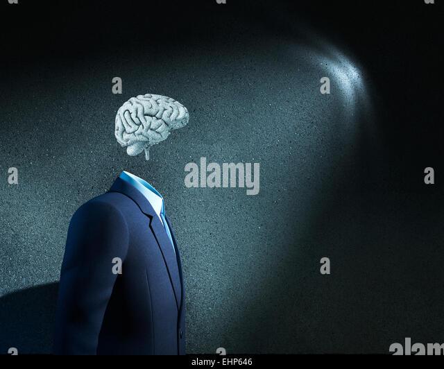 Unternehmers ohne Kopf nur mit skizzierten Gehirn Stockbild