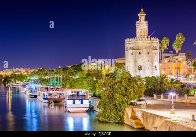 Sevilla, Spanien im Torre del Oro am Fluss Guadalquivir. Stockbild