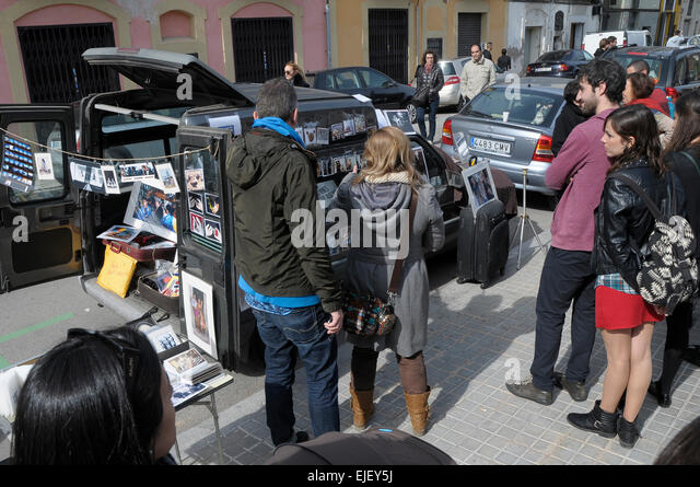 Oscar Elias und Rosmi Duaso Ausstellung für einen Tag, neben Pao Alto Markt in Poble Nou Barcelona Foto: Rosmi Stockbild