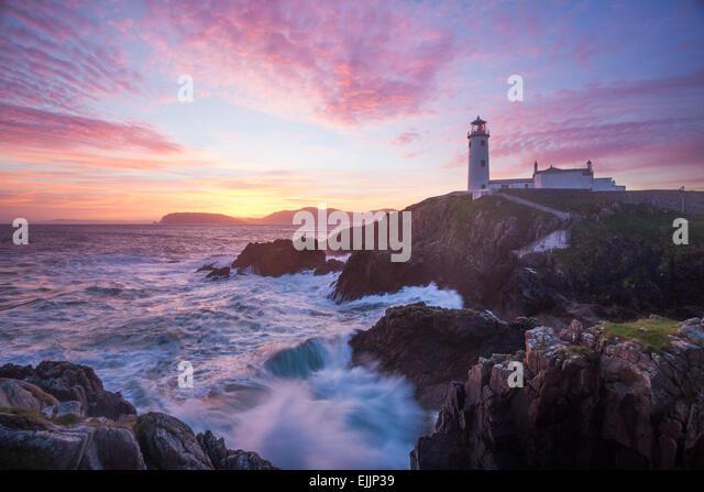 Sonnenaufgang über dem Fanad Head Leuchtturm Fanad Head, County Donegal, Irland. Stockbild