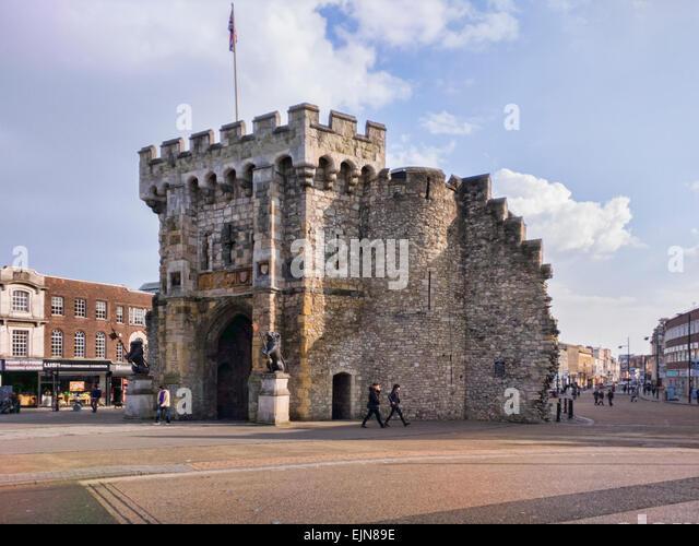 Bargate, ein Grade 1 aufgeführten Gebäude im Zentrum von Southampton, Normannen als Bestandteil der Verteidigung Stockbild