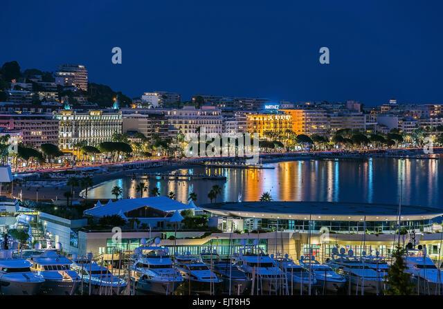 Cannes Stadt blaue Stunde Stockbild