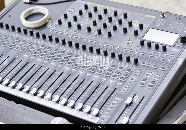 Mixer bei einem Konzert, Detail eines Werkzeugs zur Steuerung von Klang und Musik-show Stockbild