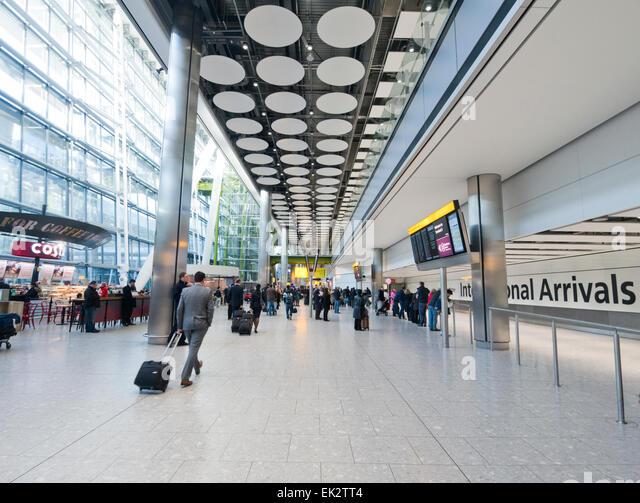Internationale Ankünfte am Flughafen Heathrow in Großbritannien Stockbild