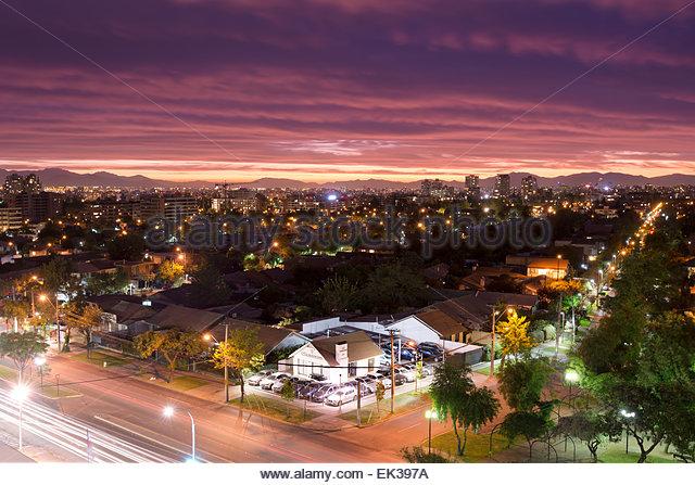 Ansicht einer Wohngegend im Stadtteil Las Condes, mit der Innenstadt in den Rücken, Santiago de Chile Stockbild