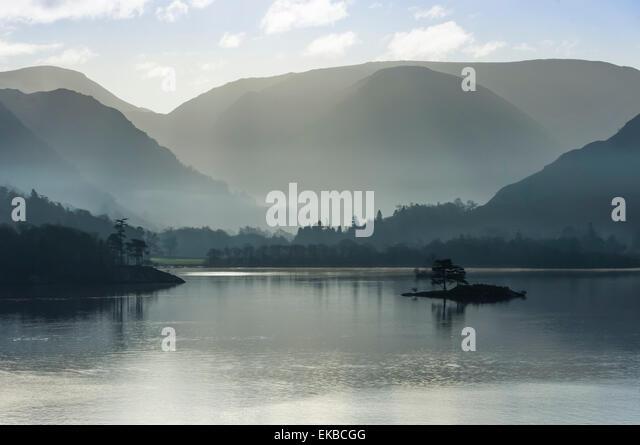 Kleine Insel, Leiter der See im November, Lake Ullswater, District-Nationalpark, Cumbria, England, Vereinigtes Königreich, Stockbild