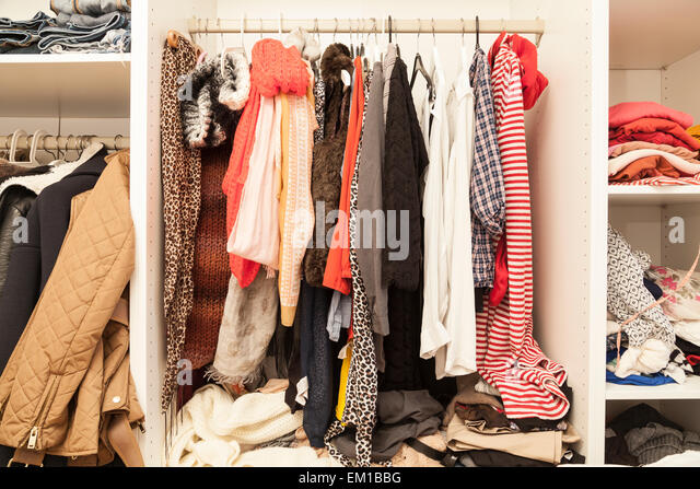 Garderobe stockfotos garderobe bilder alamy for Garderobe junge