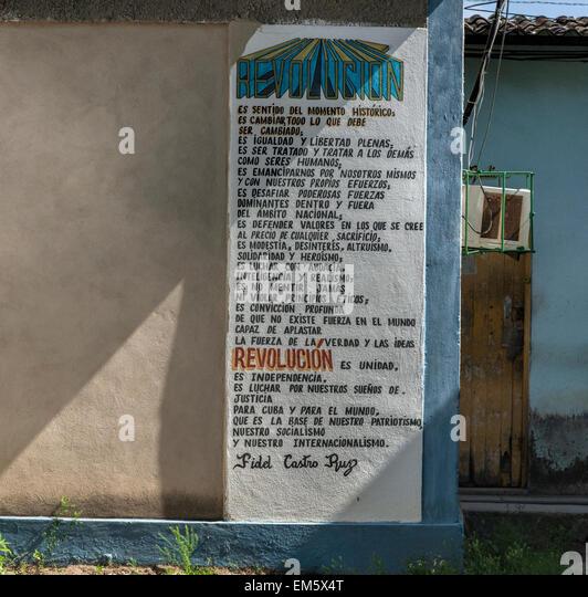 Revolutionäre Anweisungen von Fidel Castro an einer Wand in einem abgelegenen Teil von Kuba Stockbild