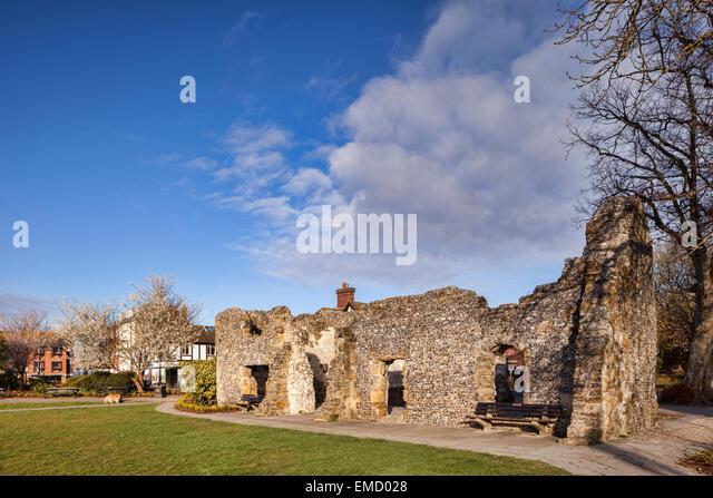 Ruine der Blackfriars Dominikaner Kloster, Arundel, Sussex, England, UK, an einem feinen Frühlingsmorgen. Stockbild