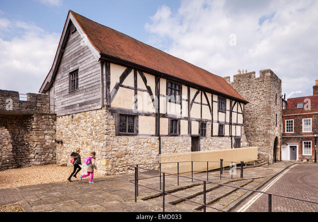 Westgate Hall und dem alten Westgate, Southampton, Hampshire, England. Stockbild