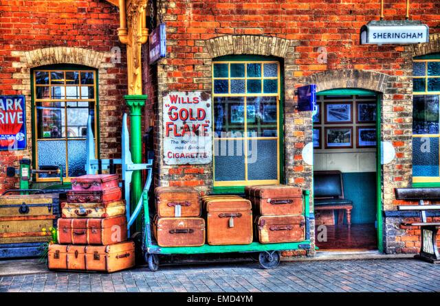 Sheringham North Norfolk UK England Gepäck reisen Fällen Koffer alte nostalgische Stamm Stockbild