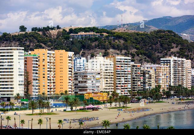 Malaga, Spanien Resort am Strand Malagueta Skyline. Stockbild