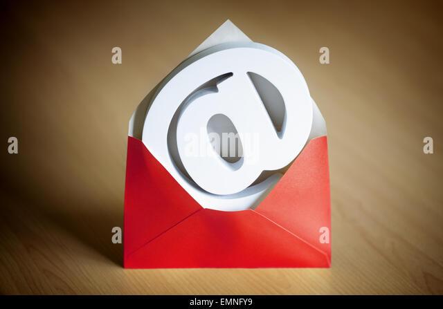 E-Mail an Symbol und Umschlag Stockbild