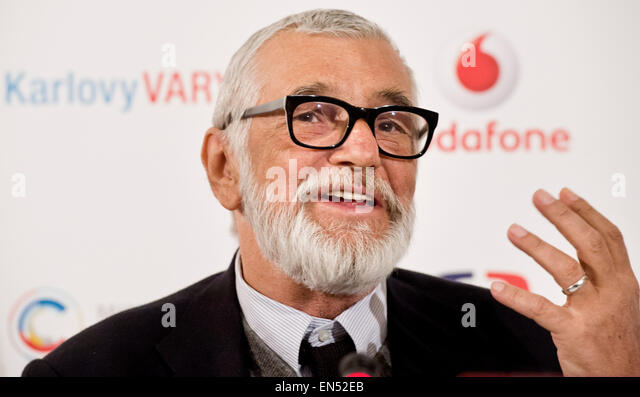Mittwoch. 28. April 2015. Karlovy Vary International Film Festival Präsident Jiri Bartoska nimmt an einer Pressekonferenz Stockbild