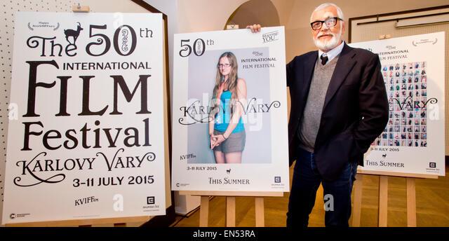 Mittwoch. 28. April 2015. Karlovy Vary International Film Festival Präsident Jiri Bartoska enthüllt ein Stockbild