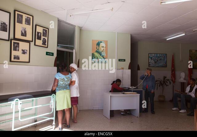 Ein Büro mit offizielles Foto von Fidel Castro in Havanna, Kuba. Stockbild