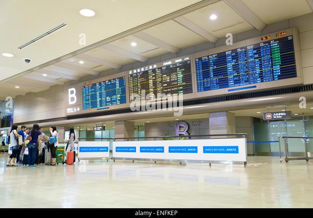 Anreise-Board am Narita Flughafen, in der Nähe von Tokio, Japan. Japanischen Flughafen. Große digitale Stockbild