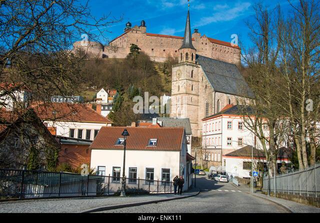 Renaissance Schloss der Plassenburg mit Kirche St... Petri in den Vordergrund, Kulmbach, Upper Franconia, Bayern, Stockbild
