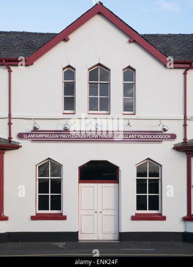 Längste Bahnhof und Dorfnamen in Großbritannien, Llanfair Pwllgwyngyll, Anglesy, Nordwales Stockbild