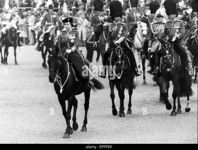 Die Königin nimmt Teil an Trooping die Farbe Zeremonie mit 1. Bataillon Irish Guards, Horse Guards Parade London, Stockbild