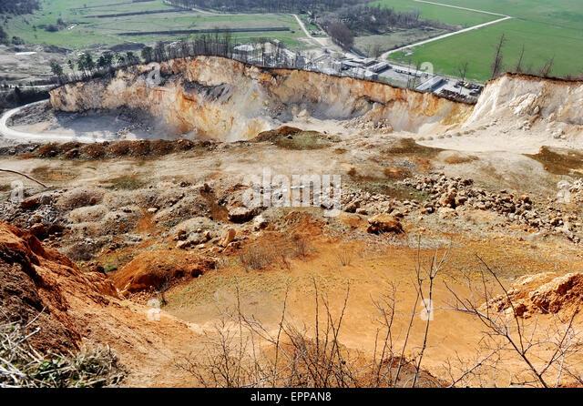 Industrie, die mit der Ausbeutung von einem Steinbruch erschossen Stockbild