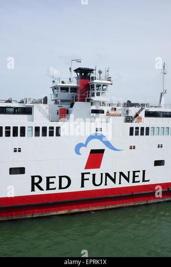 Red Funnel Fähren, die Segel zwischen Southampton und Cowes auf der Isle Of Wight, U.K Stockbild