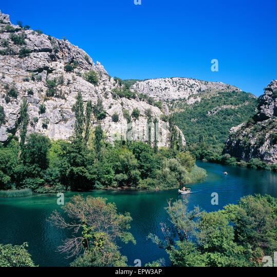 Fluss Cetina in der Nähe von Omis Stadt in Dalmatien, Kroatien Stockbild