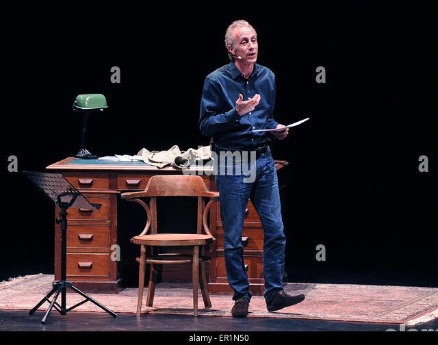 Udine, Italien. 24. Mai 2015. Der italienische Journalist und Schriftsteller Marco Travaglio auf der Bühne Stockbild