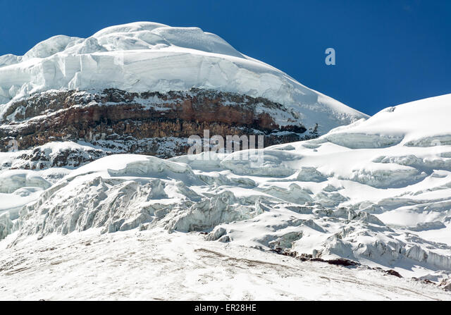 Schneebedeckte Gipfel des Vulkan Cotopaxi in Ecuador Stockbild