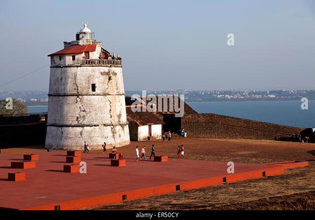 Aguada Fort und Leuchtturm an der Küste bei Candolim, Goa, Indien, Asien     Aguada Fort and lighthouse at - Stock-Bilder